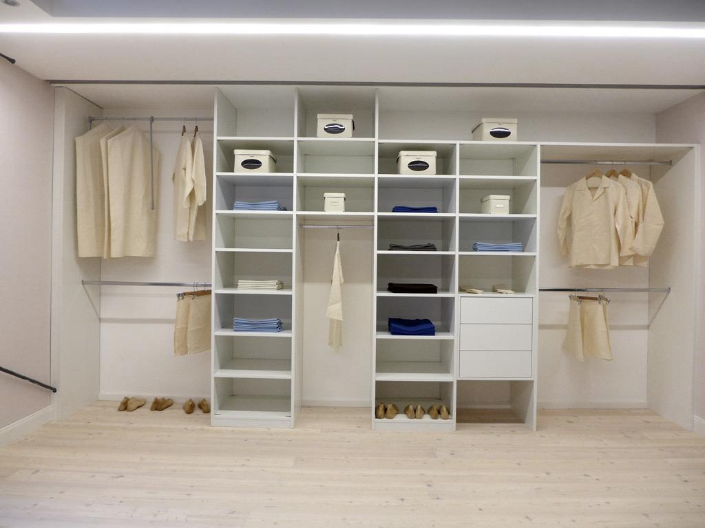 begehbare kleiderschr nke eichenhaus gleitt ren schr nke raumteiler. Black Bedroom Furniture Sets. Home Design Ideas